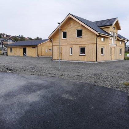 185kvm māja ar 100 kvm garāžu